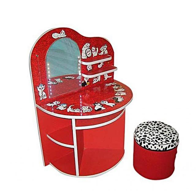 Оригинальный, яркий детский столик для макияжа Котята. Столик предназначен для разнообразных игр детей в возрасте от 2 до 6 лет. Имет несколько полочек, имитацию зеркала, из полированного алюминия и светодиодную подсветку.