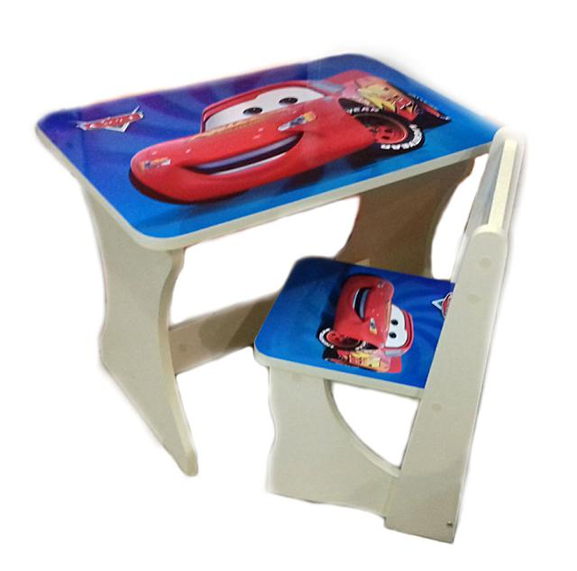 Яркий небольшой столик со стульчиком Тачки, для использования детьми в возрасте от 1,5 до 5 лет. На столике малыш может кушать, рисовать лепить подделки или делать аппликации. Также на нем можно играть игрушками или собирать любимый конструктор.